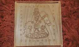 Vitézt ábrázoló, fából faragott mézeskalács forma.